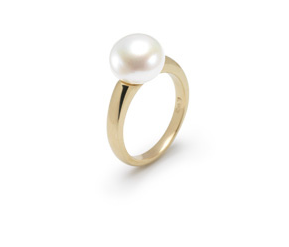 Hudson Collection White pearl ring in 14K yellow gold